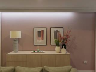 现代客厅設計點子、靈感 & 圖片 根據 Sónia Triguinho 現代風