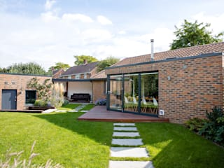 Chichester eco-build extension and refurbishment dwell design モダンな 家