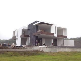 DECKS,PLAFONES, LAMBRINES Balcones y terrazas modernos de palabeach Moderno