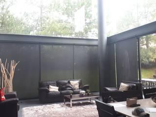 Salones de estilo moderno de ARQUIPERSIANAS Moderno