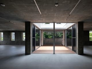 内観:  井上久実設計室が手掛けた窓です。,モダン
