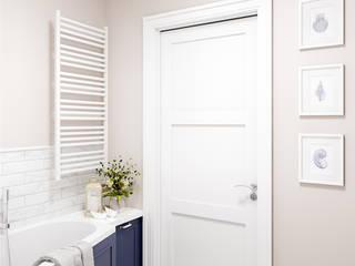 Powiew morskiej bryzy. Eklektyczna łazienka od 4 kąty a stół 5 Pracownia Projektowa Ewelina Białobrzewska Eklektyczny