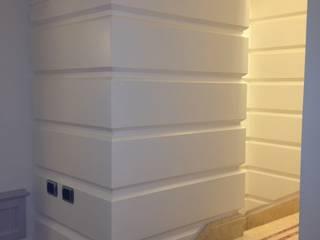 Falegnameria su misura Corridor, hallway & stairsAccessories & decoration Kayu White