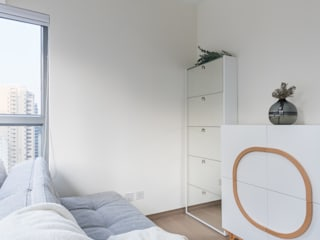 Minimalist bedroom by The Editors Company Minimalist