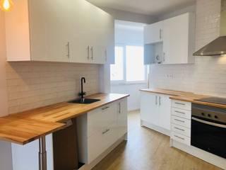 T2 Linda-a-Velha : Cozinhas  por ALMA Interiores ,