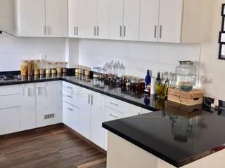 Fabricación e Instalación Cocina Chorrillos Cocinas clásicas de YR Solutions Clásico