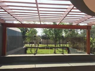 Balkon, Beranda & Teras Tropis Oleh YR Solutions Tropis