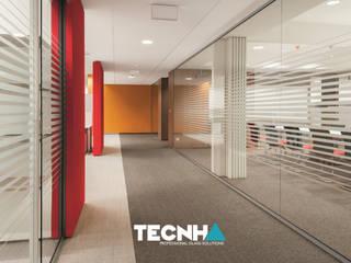 Proyecto en Oficina Edificios de oficinas de estilo clásico de Tecnha Clásico