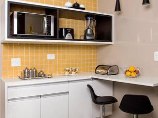 JOSE DIAZ FOTOGRAFIA Kitchen units Engineered Wood Yellow