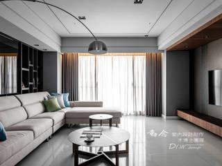 海宴 现代客厅設計點子、靈感 & 圖片 根據 木博士團隊/動念室內設計制作 現代風