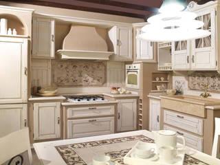 Cucina country chic vero legno di Mobili a Colori Classico