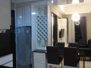 Apartemen Puri Mansion type Lock Off (2+1) Ruang Makan Klasik Oleh HeXa Klasik