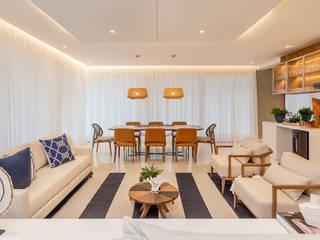 Projeto Apartamento de praia em Jurerê Internacional- Florianópolis. Salas de jantar tropicais por Juliana Agner Arquitetura e Interiores Tropical