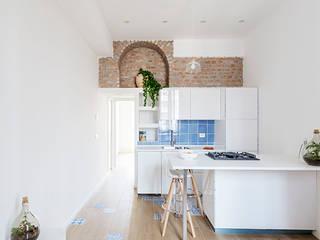 Phòng khách theo GruppoTre Architetti, Địa Trung Hải
