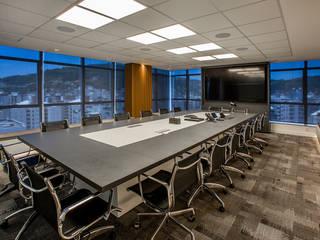Oficinas de estilo moderno de Juliana Agner Arquitetura e Interiores Moderno