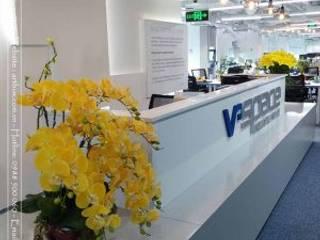 Thiết kế nội thất văn phòng V-Space Thiết Kế Nội Thất - ARTBOX Hành lang, sảnh & cầu thang phong cách hiện đại