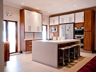 Kitchen Designs: classic  by Kitchen Frontiers, Classic