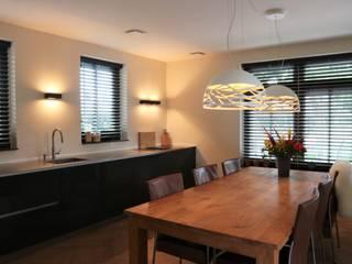 Nieuwbouw woning in Eindhoven:  Keuken door Hannie Verhoeven Lichtadvies, Modern