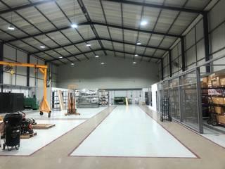Edifícios comerciais industriais por EA ARCHITECTURE & FURNITURE Industrial