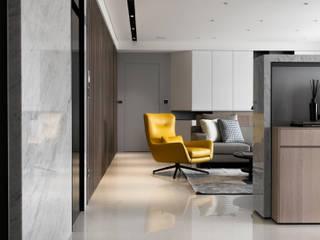 【融】– 程宅 現代風玄關、走廊與階梯 根據 六木設計 現代風