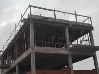 CONSTRUÇÃO DE MORADIA UNIFAMILIAR: Moradias  por Arquitecto Jorge Costa Reis,