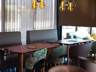 P4 Beach Lounge:  tropical por Deyse Marinho Interior Designer,Tropical