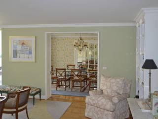 Ruang Keluarga Klasik Oleh CONSTRUCTORA DHTC LIMITADA Klasik