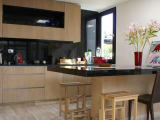 Remodelación vivienda: Cocinas equipadas de estilo  por CONSTRUCTORA DHTC LIMITADA, Moderno