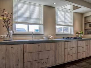 Stoere keuken Worchester met eiken front:   door Mereno, Landelijk