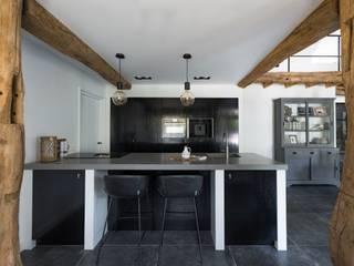 Moderne Mereno Manchester keuken in woonboerderij:   door Mereno, Landelijk