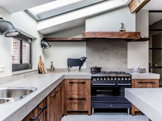 Stoere Mereno keuken van oud hout:   door Mereno, Landelijk