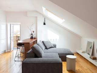Travessa da Pereira Apartment Minimalist kitchen by Lola Cwikowski Studio Minimalist
