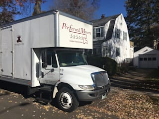 Preferred Movers NH:  Bedroom by Preferred Movers NH,