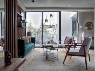 Salones de estilo moderno de DUCO Laboratorio de Diseño Moderno
