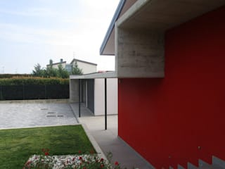 CASA UNIFAMILIARE di Rina Agostino Architetto Moderno