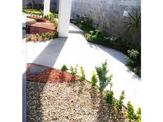 DISEÑO DE JARDIN PARA CASAS MUESTRA Espacios comerciales de estilo minimalista de LIVKA, Diseño de Jardines y Arquitectura Minimalista