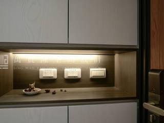 Couloir et hall d'entrée de style  par SING萬寶隆空間設計,