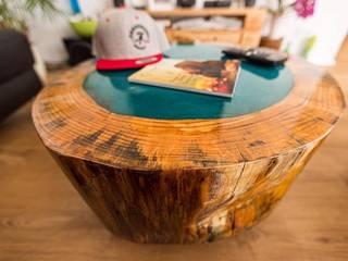 Baumstamm Möbel mit Epoxidharz:   von Beaver Design,