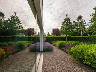 Eigentijdse luxe:  Tuin door Buro Buitenom exterieurontwerpers, Modern