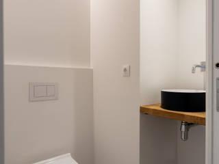 Reforma de vivienda en Barcelona, barrio de Gracia Baños de estilo minimalista de Reformas Vicort Minimalista