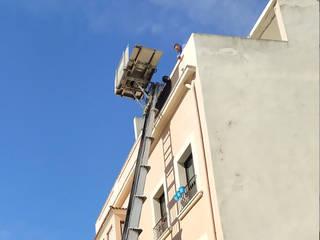 Komplette Renovierung einer Dachgeschosswohnung in El Terreno, Palma de Mallorca ENVIVIR INTERIORISMO Y REFORMAS S.L. Moderner Balkon, Veranda & Terrasse