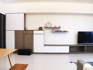 Minimalistyczne ściany i podłogi od 台中室內設計裝修|心之所向設計美學工作室 Minimalistyczny
