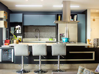 Kitchen units by Maestrelo Arquitetura e Interiores, Modern