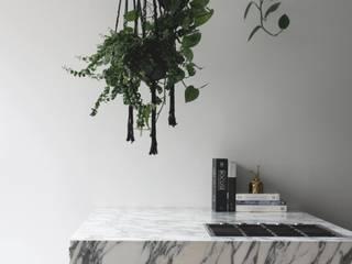 Coach House Residence Sandra Flashman Studio Cozinhas minimalistas