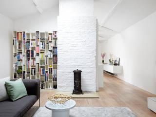 Coach House Residence Sandra Flashman Studio Salas de estar minimalistas