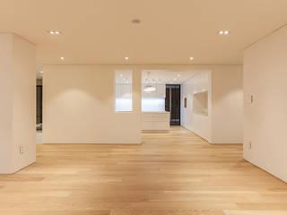 남양주시 덕소강변현대홈타운아파트 64평 인테리어 리모델링 모던스타일 거실 by studio FOAM Architects 모던
