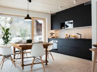 Passivhaus in Tabing, Chiemgau Moderne Esszimmer von Lebensraum Holz Modern