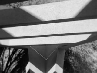 190: Cocheras abiertas de estilo  por Maximiliano Lago Arquitectura - Estudio Azteca,