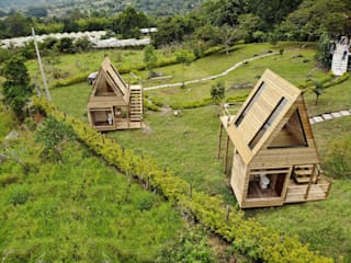 Wooden houses by TALLER DOS ARQUITECTOS, Country Solid Wood Multicolored