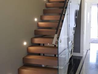 Pİ METAL TASARIM MERDİVEN – DUVARDAN KONSOL MERDİVEN:  tarz Merdivenler, Modern